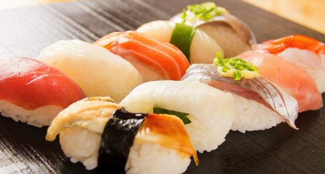 若者が好きな寿司ネタはトロよりサーモン? 寿司に関する調査結果